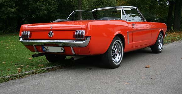 Fahrzeug 1 Mustang-1965: Bild 1 Fahrzeug 1 Mustang-1965: Bild 3 in der Bilderstrecke: Rückseite Miet-Oldtimer