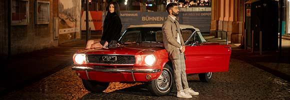 Fotoshooting mit einem Mustang Oldtimer Cabriolet