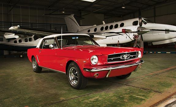 Fahrzeug Ansicht 1, Ford Mustang Cabriolet, Baujahr 1965, rot 2