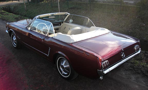 Fahrzeug Ansicht 2, Ford Mustang Cabriolet, Baujahr 1965, bordeaux rot