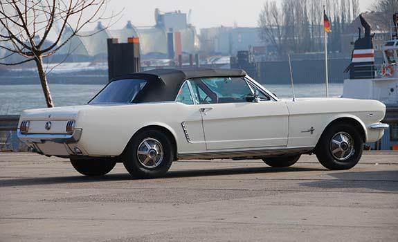 Fahrzeug Ansicht 2, Ford Mustang Cabriolet, Baujahr 1965, weiss