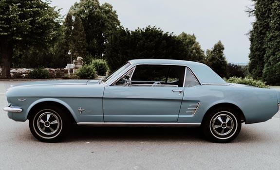 Fahrzeug-Ansicht-2,-Ford-Mustang-Cabriolet,-Baujahr-1966,-babyblau